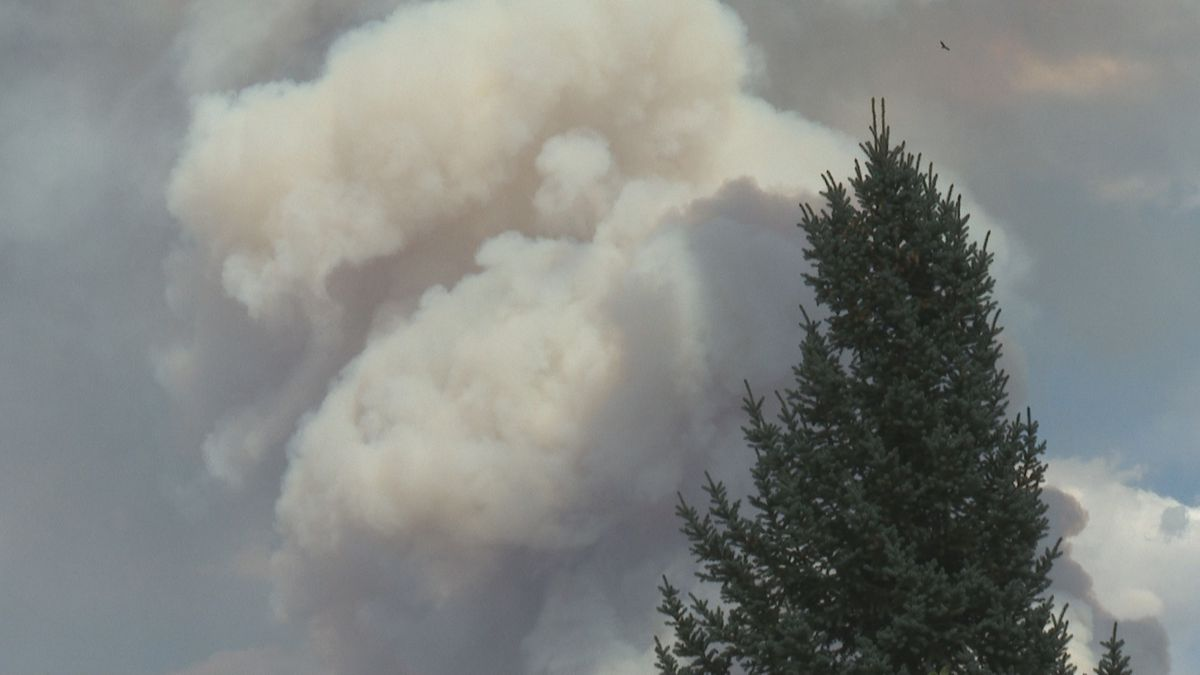 A sense of urgency in Glenwood Springs as volunteers prepare to help those evacuated because of the Grizzly Creek Fire. The fire is now at 3200 acres, and I-70 is still shut down.
