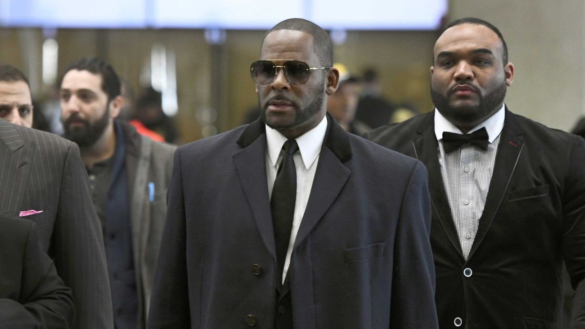 In this May 7, 2019 file photo, musician R. Kelly, center, arrives at the Leighton Criminal...